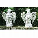 イタリア製石像:海辺の鷲(左)